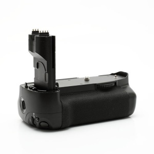 Canon DSTE BG-E7 Multi-Power Battery Grip For Canon EOS 7D (Retail Package)