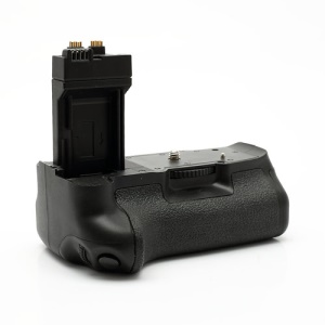 BG-E8 Battery Grip Pack for Canon EOS 550D (Retail Package)