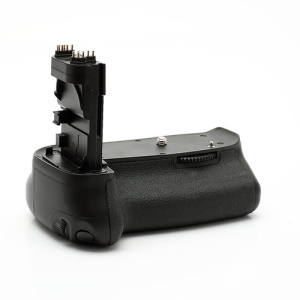 Digital SLR Camera BG-E9 Battery Grip for Canon EOS 60D (Retail Package)
