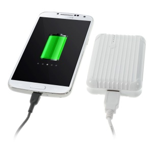 iFans EL-PB-18 5600mAh External Power Bank w/ Flashlight for iPhone Samsung HTC Smartphones Tablets- White