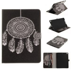 Pattern Printing Auto-Wake / Sleep Leather Shell Cover for iPad 9.7 (2017) - Dream Catcher in Black Background