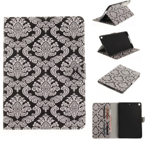 Pattern Printing Wallet Leather Case with Stand for iPad 9.7 (2018) / 9.7 (2017) - Totems