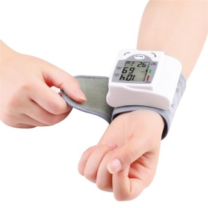 HQ-806 Digital LCD Wrist Blood Pressure Monitor Heart Beat Rate Pulse Meter Measure